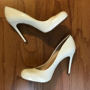 Jessica Simpson white pumps